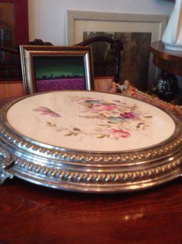 Rućno slikana tacna za tortu posrebrenje i porcelan